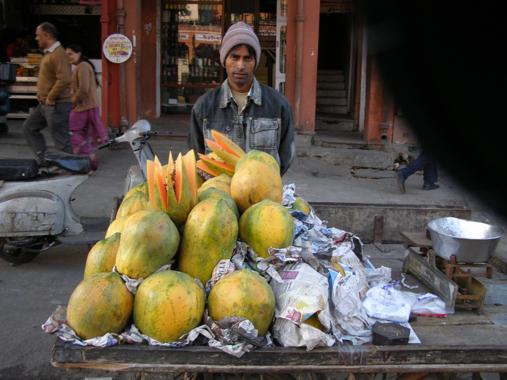 Przenośny stragan z papajami