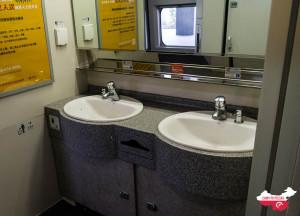 Chiński pociąg klasy D - łazienka