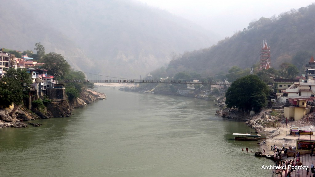 Rishikesh - most nad Gangesem