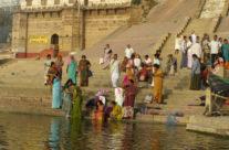 Varanasi – kąpiel w Gangesie