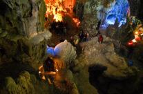 Zwiedzanie Wietnamu – jaskinia w Zatoce Halong